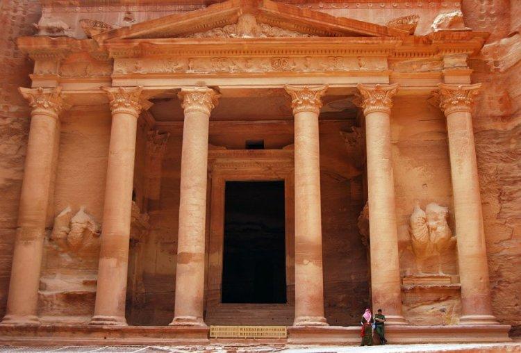 the-treasury-or-al-khazneh-lies-in-the-edom-mountains-of-southwest-jordan