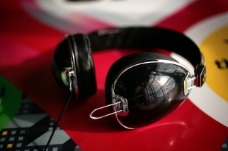 rocnation_headphones_f